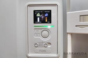 Контроллер теплового насоса обеспечивает индикацию параметров, настройку и управление системой
