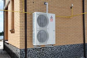 Тепловий насос забезпечує економічне опалення і приготування гарячої води в основний температурної зоні нашого регіону. При низьких температурах підключається газовий котел, залишаючись в низькому тарифі по газу.
