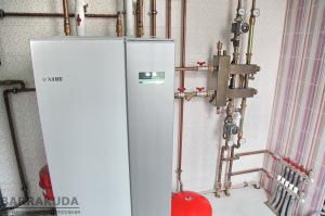 Тепловий насос забезпечує подачу тепла в систему опалення в залежності від зовнішньої температури і заданої температури в будинку, що забезпечує комфорт і економічність.