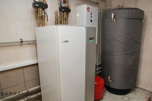 Буферна ємність, будучи акумулятором тепла, знижує частоту включення теплового насоса, що збільшує його ресурс. Тепловий насос, економічніше електрокотла більш ніж в чотири рази.