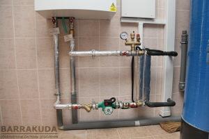 В теплообменнике, произведенное наружным блоком тепло передается отопительной воде системы отопления.