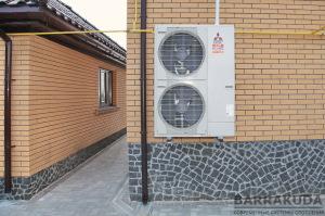 При наружной температуре -14 С включается газовый котел и обеспечивает поддержку системы отопления т.к. установленный радиаторный контур рассчитан на t подачи 75 С при -22 С.