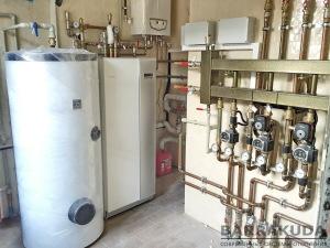 COP - 5,12 (при 0/35 ° С); максимальна температура подачі 65 ° С (від компресора); температура гарячої води до 56 ° С (від компресора); Насоси розсолу і опалювального контурів мають частотне управління; компресорний блок виконаний окремим, знімним модулем