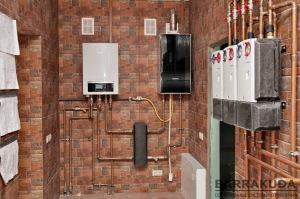 В летнем режиме, система обеспечивает активное охлаждение дома (теплоноситель охлаждается); нагрев бассейна, нагрев горячей воды (производится нагрев теплоносителя). Управление режимами происходит по заданным приоритетам.